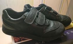 Продам кожаные фирменные туфли Pablosky спортивного типа, на липучках