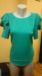 Очень красивая и нарядная блузка изумрудного цвета
