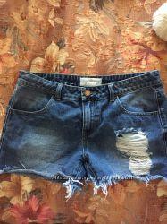 Джинсовые шорты с дырами
