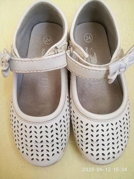 Светлые туфельки р-р 24