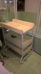Передвижной пеленальный стол с ванночкой и полками.