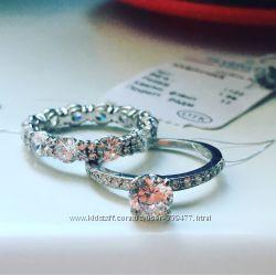 Очень красивое серебряное кольцо, проба 925, бриллиантовая модель