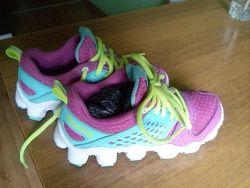 Крутые кроссовки reebok 18,5 по стельке. практически новые, много обуви на