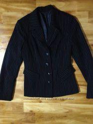 Костюм женский в школу работу размер S 34-36. пиджак и брюки