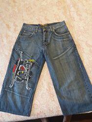 Продам джинсовьіе шортьі