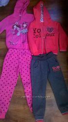 Продам два теплых спортивных костюма для девочки для дома или сада