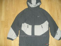 Демисезонная куртка NIKE размер 10-12 лет 140-152 см