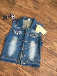 Красивая джинсовая жилетка