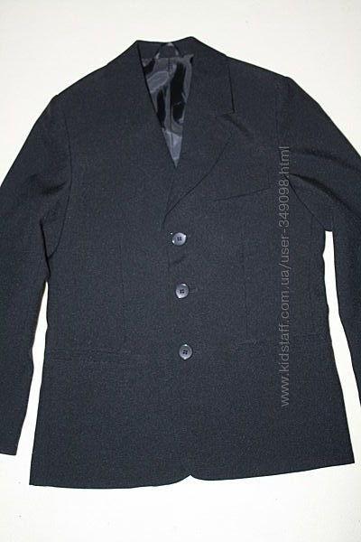 Фирменный пиджак состояние нового