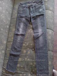 Серые джинсы Kira Plastinina, р. 26