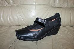 Туфли кожаные на танкетке CLARKS UK 7, на 40 р, стелька 26, 5 см