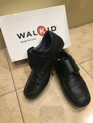 Кожаные туфли на подростка 39 размер, Италия идеал