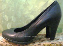 Шикарные кожаные туфли 38 размера