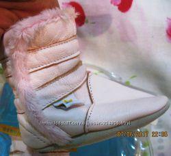 Новые фирменные угги-пинетки на новорожденную девочку
