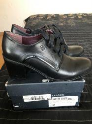 Продам женские полуботинки  ботинки Tommy Hilfiger