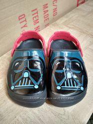 Crocs Star Wars Darth Vader C12. Светятся глаза.