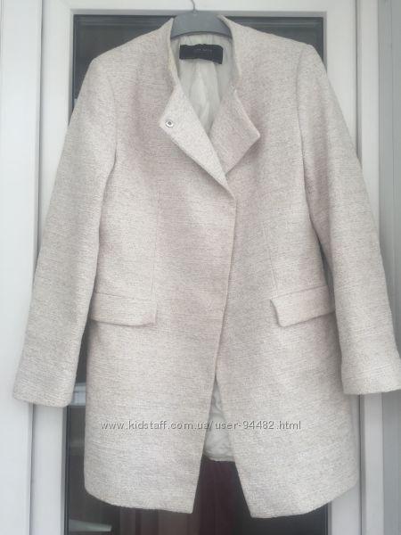 Zara красивое легкое пальто размер м-л