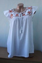 Блузафутболка с вышивкой next