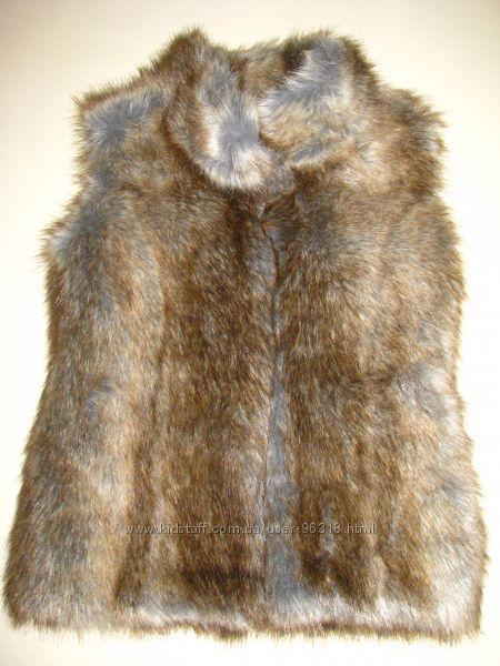 Обалденная меховая жилетка. на 3-5лет