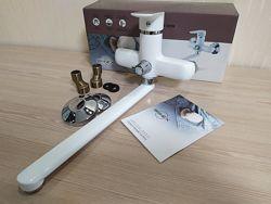 Смеситель для ванны длинный излив Brinex 31C белый