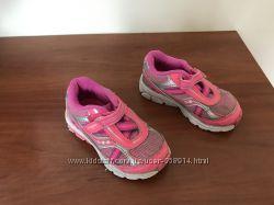 Продамкросівки  кросовки ф. Saucony p US6. 5 22. 5 устилка 13.5см