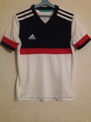футболка фирменная Adidas на 9-10 лет