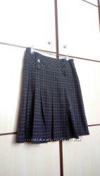 Клетчатая темно серая юбка FUSION в клетку со складками