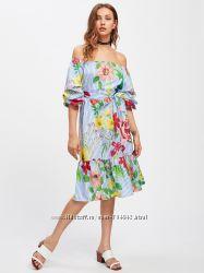 Платье с открытыми плечами и принтом