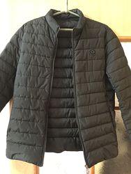 Демисезоння куртка в идеальном состоянии