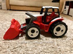 Огромный трактор.