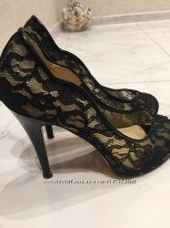 Очаровательные туфли JIMMY CHOO