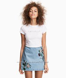 Модная джинсовая юбочка с вышивкой от H&M