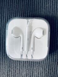 наушники  Apple EarPods. Упакованы