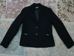 Продам шикарный школьный черный пиджак Ahsen Morva в очень хорошем состояни