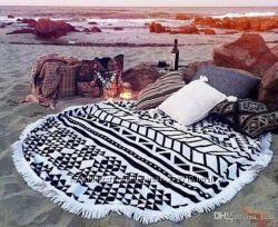 Пляжные яркие полотенца круглой формы
