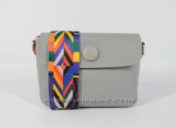 Маленькая актуальная сумочка, клатч 620-1 серая с цветным ремнем, расцветки