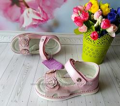 Босоножки розовые р-р 20-25 с каблуком томаса фирма tom m том м