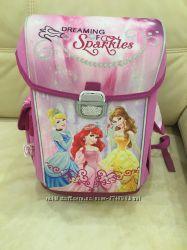 Продаётся школьный рюкзак для девочки с принцессами в отличном состоянии