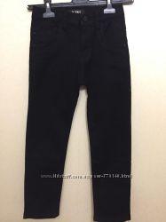 Черные брюки на мальчика от Yuke