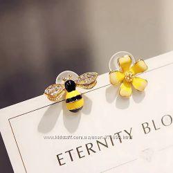 Серьги пчела и цветок асимметрия пчёлка пчёлки цветы сережки