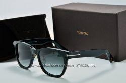 Солнцезащитные очки TOm Ford TF 5818 c01