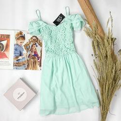 Нежное платье с открытыми плечами и гипюровым лифом DR 1952060