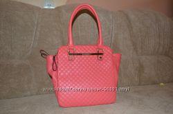 Очень красивая и очень вместительная сумка GUSACI.