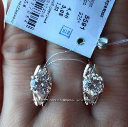 Серебряные серьги с круглым камнем.