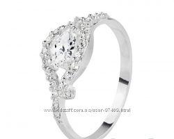 Нежное серебряное кольцо.