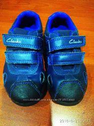 Кожаные кроссовки  с гоньками  CLARKS р-р 24 стелька 16 см