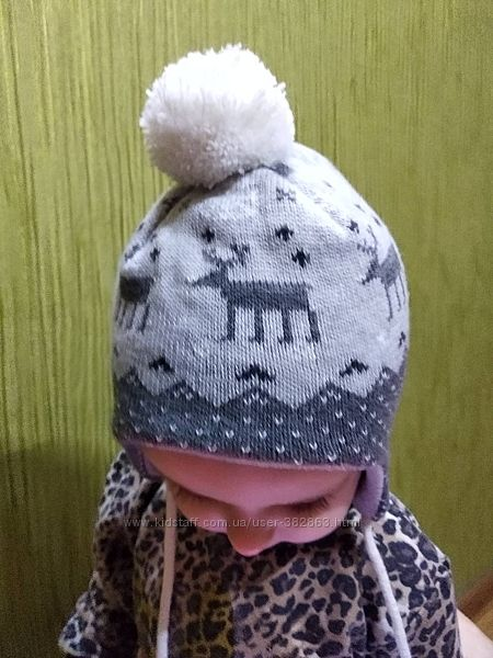 Теплая шапочка  с оленями H&M 6-9 мес как новая