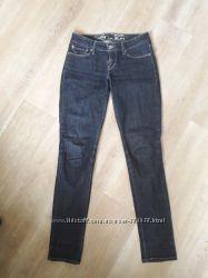 Синие джинсы levi&acutes
