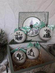 набор новогодних елочных шаров в подарочной шкатулке Винтаж