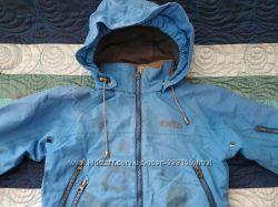 Курточка фирменная недорого на 5-6 лет